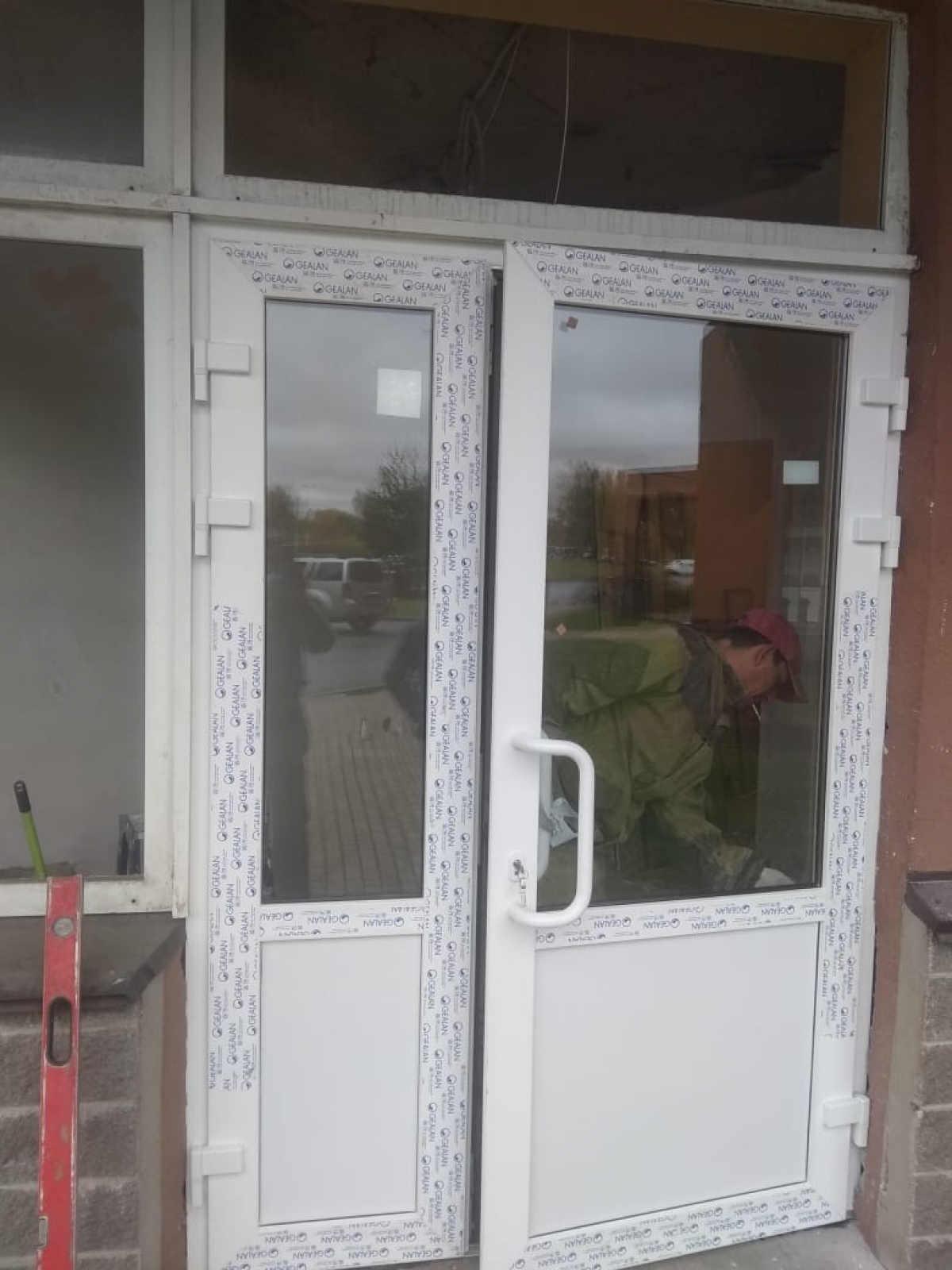 дверь из профиля геалан 3000